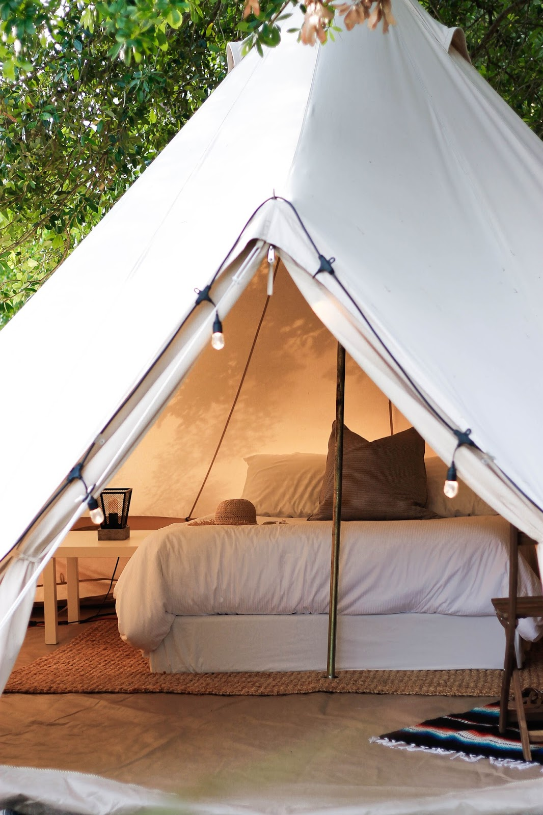 Our tent (and all their tents) features a comfy Queen sized bed bed side tables/l&s and rugs. On top of all the stylish amenities ... & What Itu0027s Like To Go Glamping: Tent Tour... | The Dainty Darling