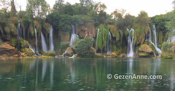 Mostar çevresinde gezilecek yerlerden Kravice şelaleri, Bosna Hersek