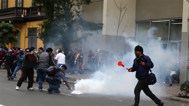 Teachers rally in Peru, clash with police