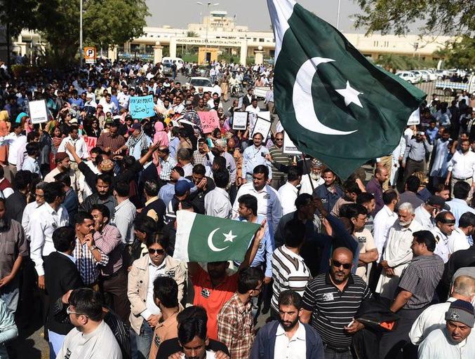 Continúa paralizada aerolínea estatal pakistaní por huelga