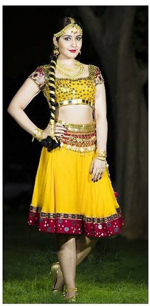Rashi Khanna Photos In Yellow Dress At Cinemaa Awards