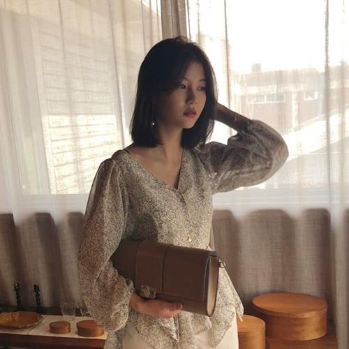 a - Korean Ulzzang Vogue