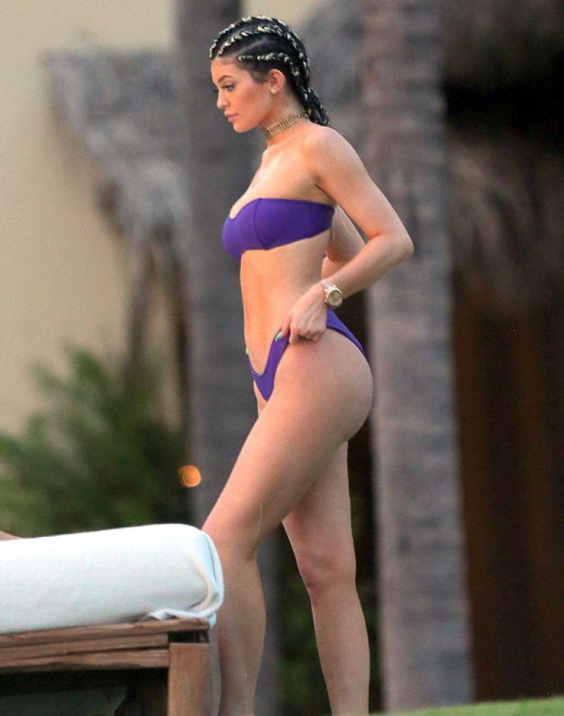 kylie jenner sexy purple bikini pics 02