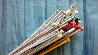 Knitting needles in a bundle