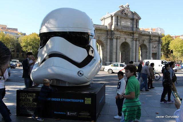 Exposición de 8 cascos en las calles de Madrid. Exhibition 8 helmets in Madrid streets