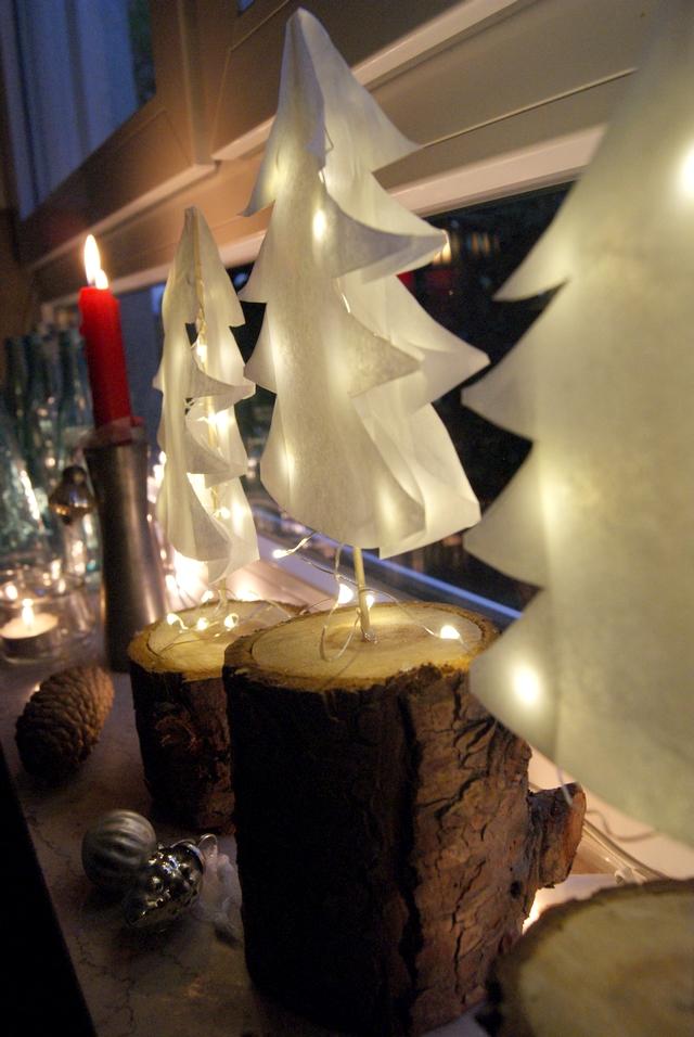 Weihnachtsdeko Papierbäume mit Lichterkette