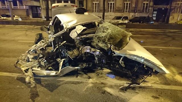 Brutális baleset Budapesten: nagy sebességgel villanyoszlopnak csapódott egy autó a Váci úton