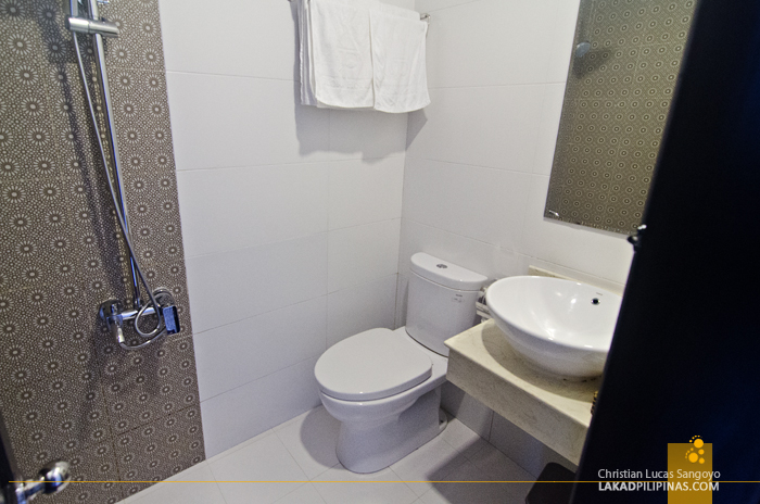 Flora Hotel Hue Room Toilet & Bath