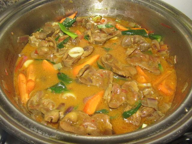 Chicken gizzard curry sauce