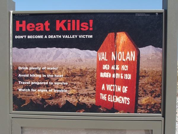 Warnhinweis-Schild wegen der Hitze im Death Valley!
