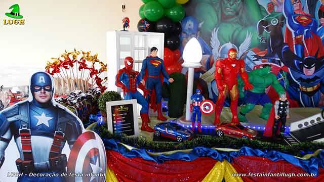 Mesa de aniversário infantil com os Super Heróis