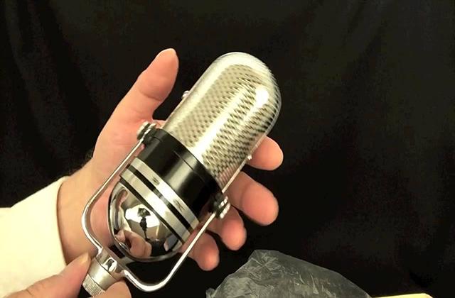 أجهزة يسعي أي مهووس لإمتلاكها ! microphone