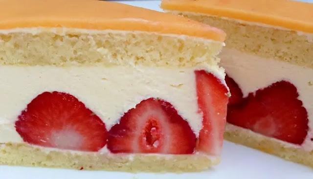 Torta De Aceite De Oliva Con Limón Francés y Fresas
