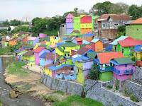 Indahnya kampung warna warni yang cuma ada dua di dunia