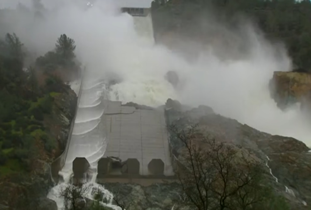 The Big Wobble: Breaking News: Oroville Dam spillway has