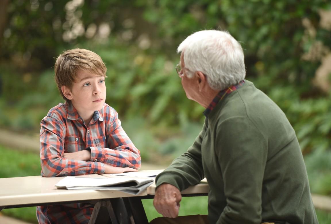 The Grinder - Season 1 Episode 21: Divergence