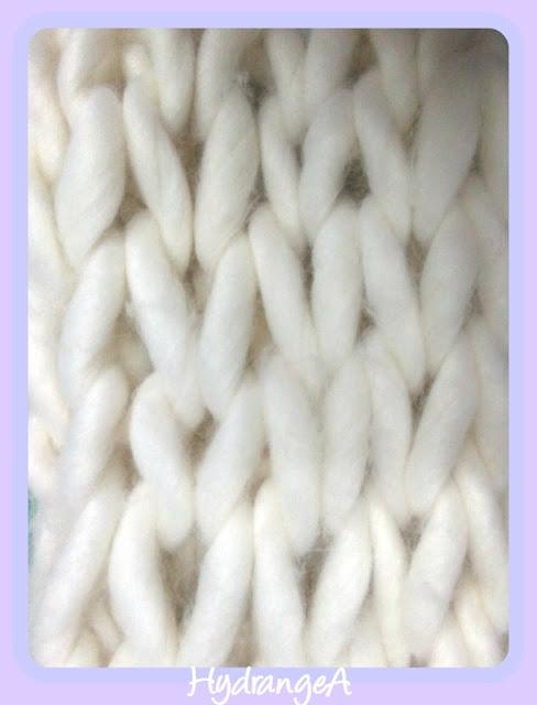 Cuello de lana XXL tejido con los brazos. Arm Knitting Cowl