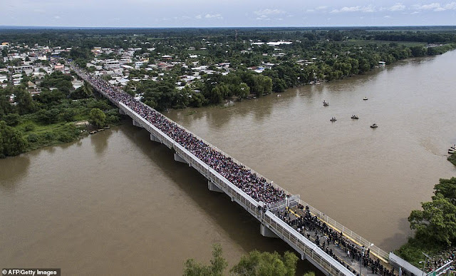 Thousands of Honduran migrants defy Trump to continue journey North Caravan-of-thousands-of-honduran-migrants-storm-into-mexico