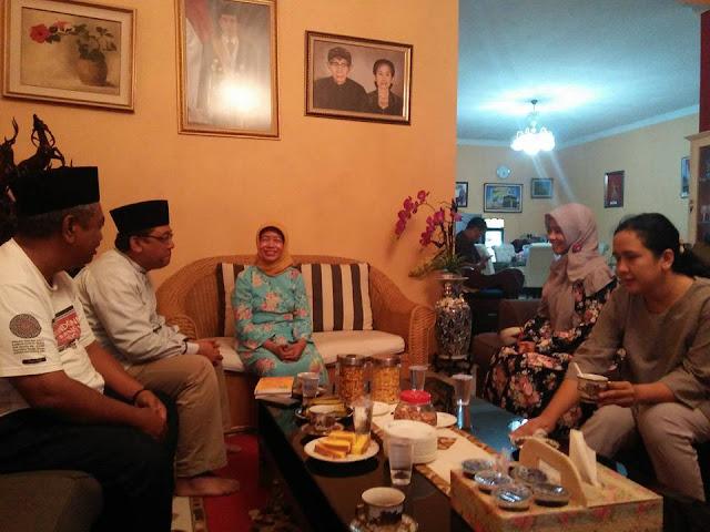 Mengejutkan, Setelah Pilkada DKI Selesai dan AHOK Diputus Bersalah, Jokowi Langsung Curhat Pada Ibundanya Begini....
