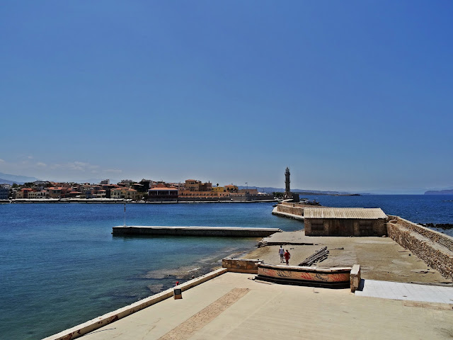 widok na port Chania i okolice