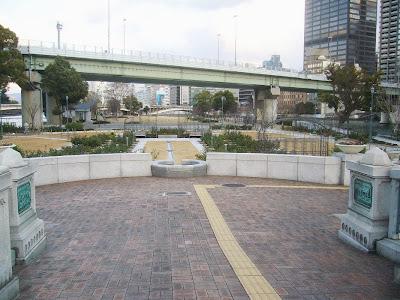 中之島バラ園・ばらぞの橋