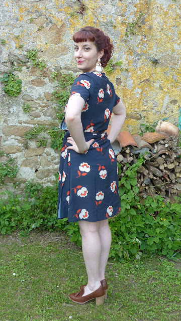 look vintage, robe cache-cœur à fleurs mademoiselle r