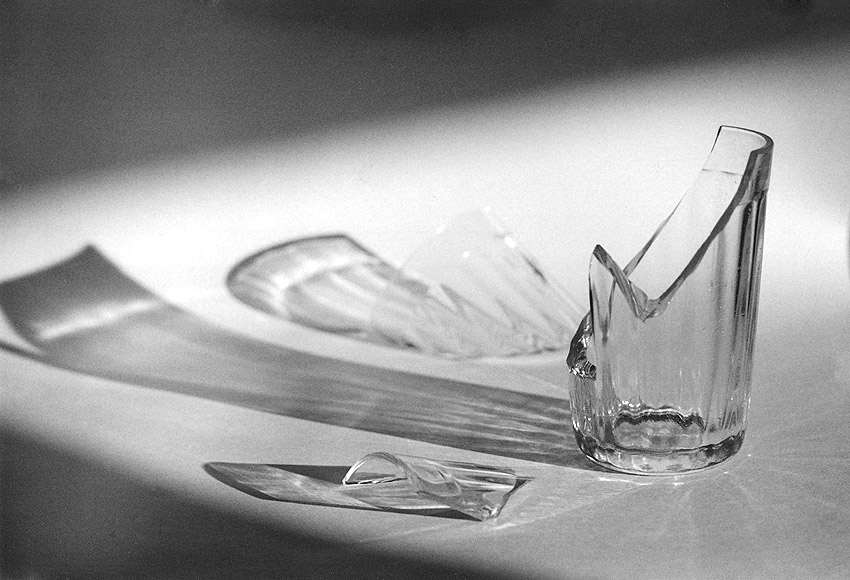 юношей разбитый стакан фото резьбы
