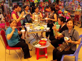 MERCADO CHO DONG XUAN, HANOI. VIETNAM