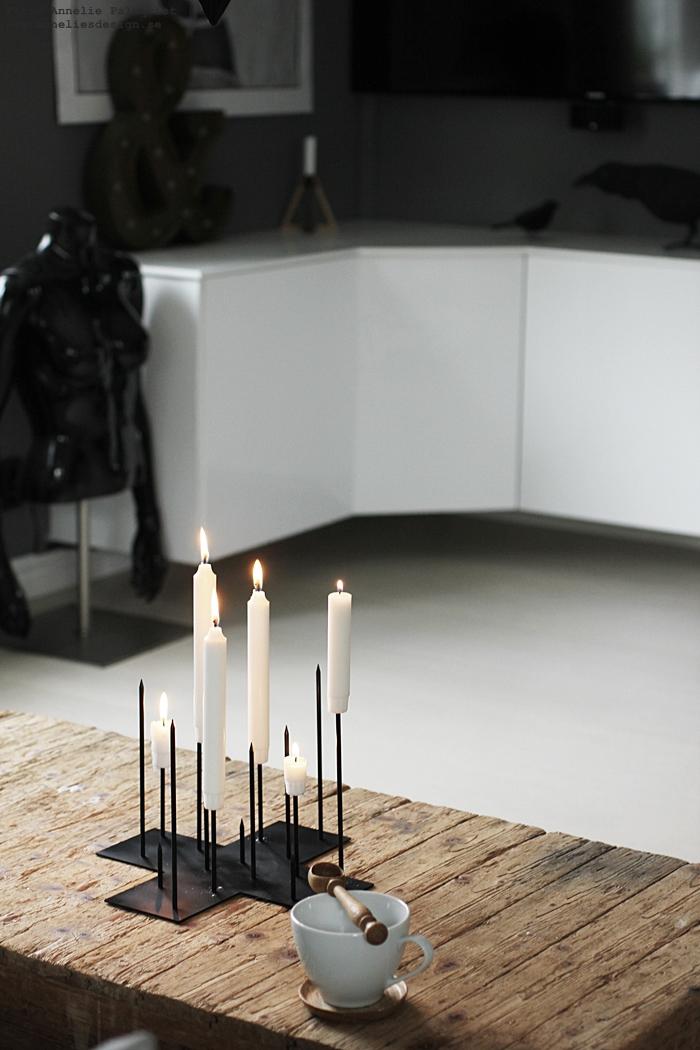 annelies design ljusstake, ljusstakar, candle cross, piggar, svart, svarta, stumpastake, stumpastaken, vardgasrum, vardagsrummet, inredning, inredningsbutik, butik, varberg,