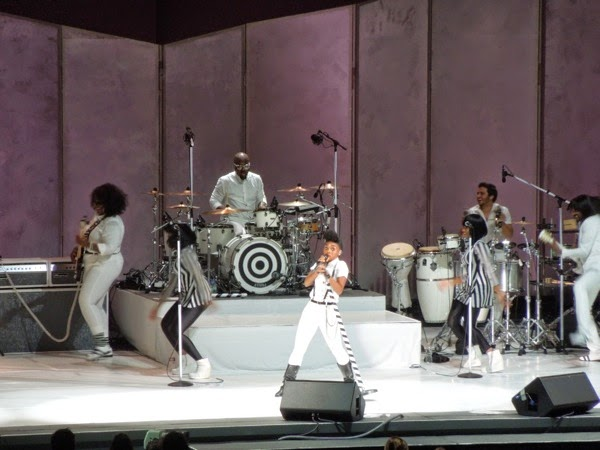 Janelle Monáe rocks Hollywood Bowl 2014