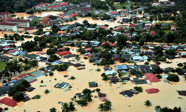 Image result for images of yellow flood victims without home 2014 kelantan