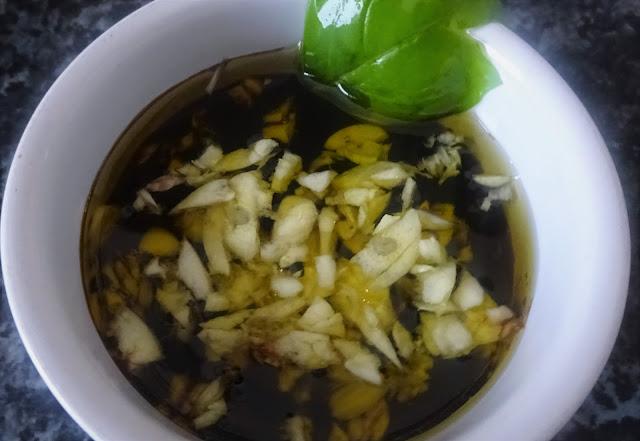 caprese-pasta-salad-Italian-recipes-easy-healthy-summer-balsamic-vinegar-mozzarella-balls-extra-virgin-olive-oil