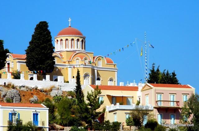 Igreja da Vila de Chorio, na ilha grega de Sými, no Dodecaneso