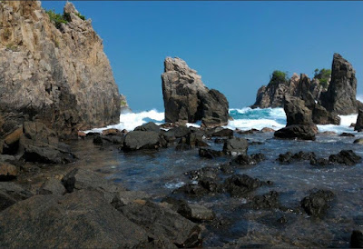 Pantai Gigi Hiu pada Lampung