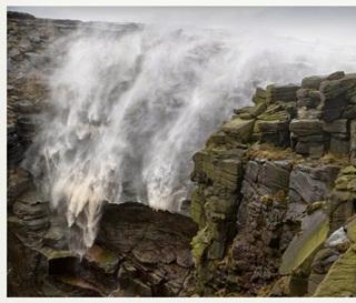 Air Terjun Unik, Mengalir ke Atas Melawan Gravitasi