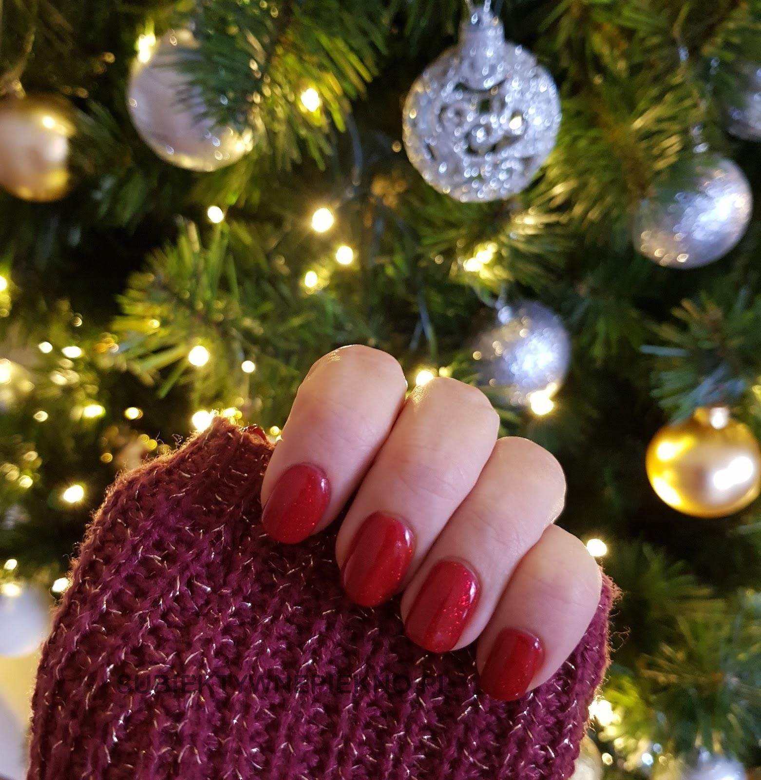 Lakier hybrydowy Indigo Nails Catwalk Glitter swatche na paznokciach- piękna czerwień z drobinkami na święta i sylwestra