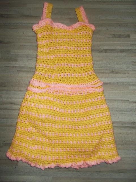 babdb70aa710 Το βελονάκι της Σοφίας  Πλεκτό φόρεμα αλά Σοφία  Crochet girls dress