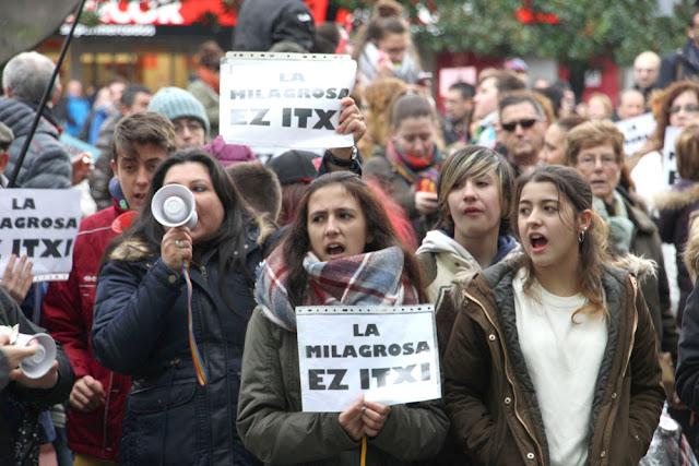Protesta de familias y trabajadores por el colegio La Milagrosa