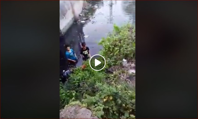 Ugal-ugalan Naik Motor, 2 Bocah Ini Nyungsep Ke Sungai, Tak Ada Yang Menolong Malah Dimarahi