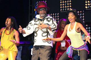 Amafoto: Papa Wemba bwa nyuma ku rubyiniro