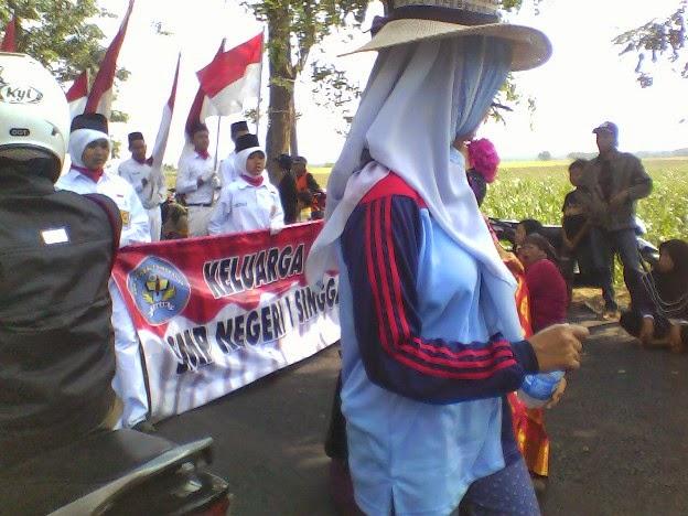 Foto SMPN 1 Singgahan pada saat karnaval singgahan tuban