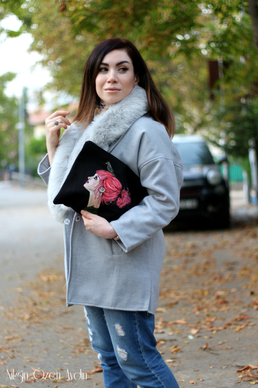 Gri Kürklü Ceket-Deri Spor Ayakkabılar-Keçe İşli Clutch-moda blogu-fashion blogger