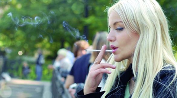 حبوب منع الحمل تهدد المدخنات بجلطة الدم