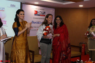 Dia Mirza Attends Power Women Seminar To Celete Womens Day 011.JPG