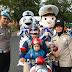 Polisi Babel Baik Hati: Gelar Operasi dengan Bagikan Helm dan Coklat