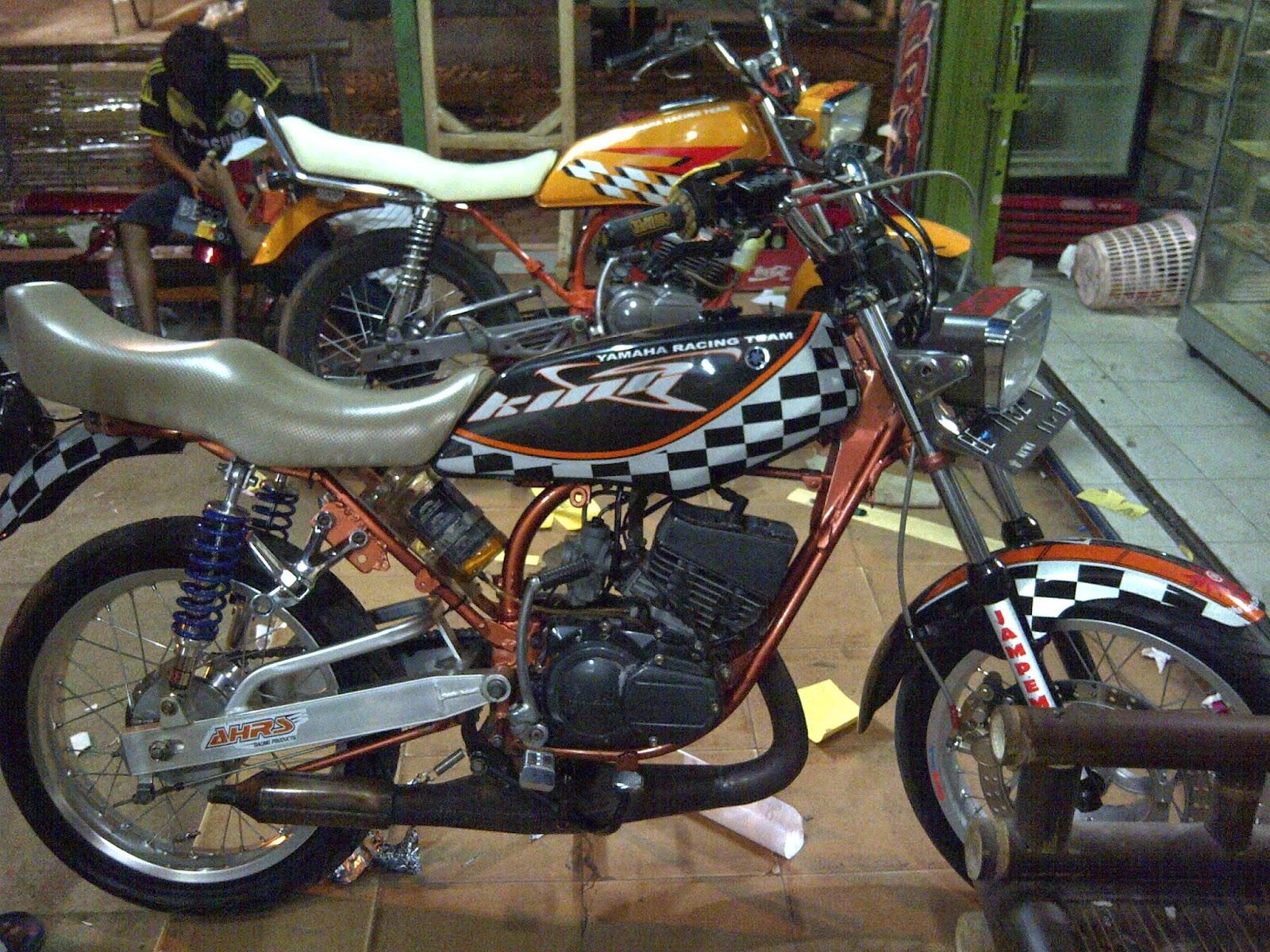 Takjub Pengusaha Bandung Koleksi Puluhan Motor Yamaha Rx King