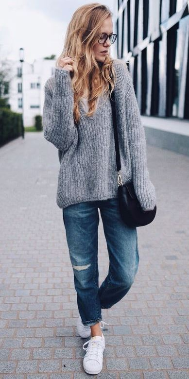 what to wear with a sweater : boyfriend jeans + bag + sneakers