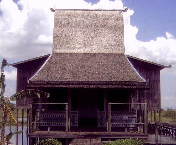 Rumah Adat Bubungan Tinggi Dari Kalimantan Selatan