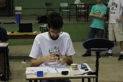 Eu em ação na primeira tentativa do Fewest Moves - foto: SBCubos