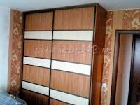 С комбинированными дверями шкаф